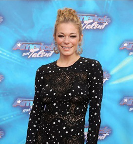 LeAnn Rimes in rose-gold door-knocker earrings 360-10101