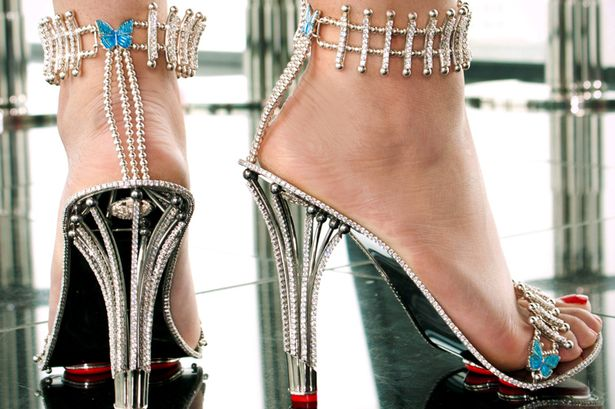 http://www.burdeens.com/haute/wp-content/uploads/2015/08/PAY-Beyonce-splashes-out-on-diamond-stilettos.jpg